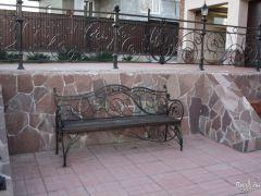 Невысокий декоративный металлический забор