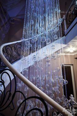 Эксклюзивная металлическая лестница с элементами художественной ковки