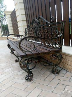 Красивая скамейка для сада в современном стиле