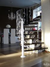 Красивая лестница с декоративными элементами
