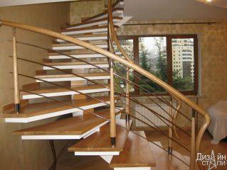 1-Оригинальная лестница в дом под дерево