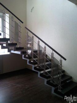 Лестница маршевая в строгом стиле