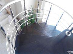 Лестница винтовая черная с белым