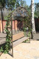 Скамья для сада с коваными элементами