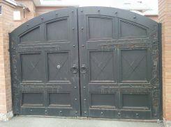 Распашные ворота в частный дом