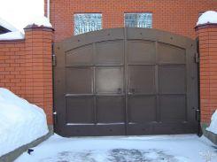 Распашные ворота в строгом стиле