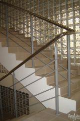 Лестница с металлическим ограждением в подъезд