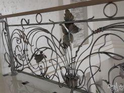 Ограждение для балкона с коваными элементами
