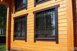 Ограждение для окна с декором
