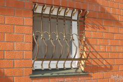 Металлическое фигурное ограждение для окна