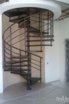 Лестница винтовая в черном цвете